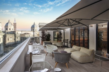 DoubleTree_Rome_Monti_Mun_Rooftop_Bar_Day